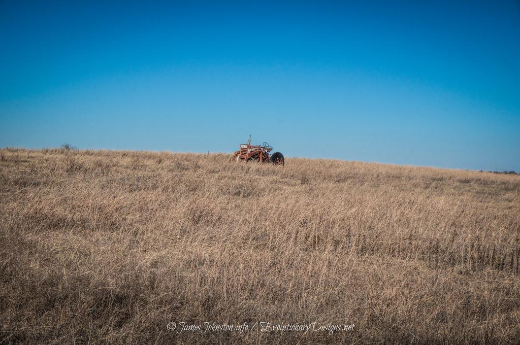 Abandoned Farmall International 460 Tractor - James Johnston